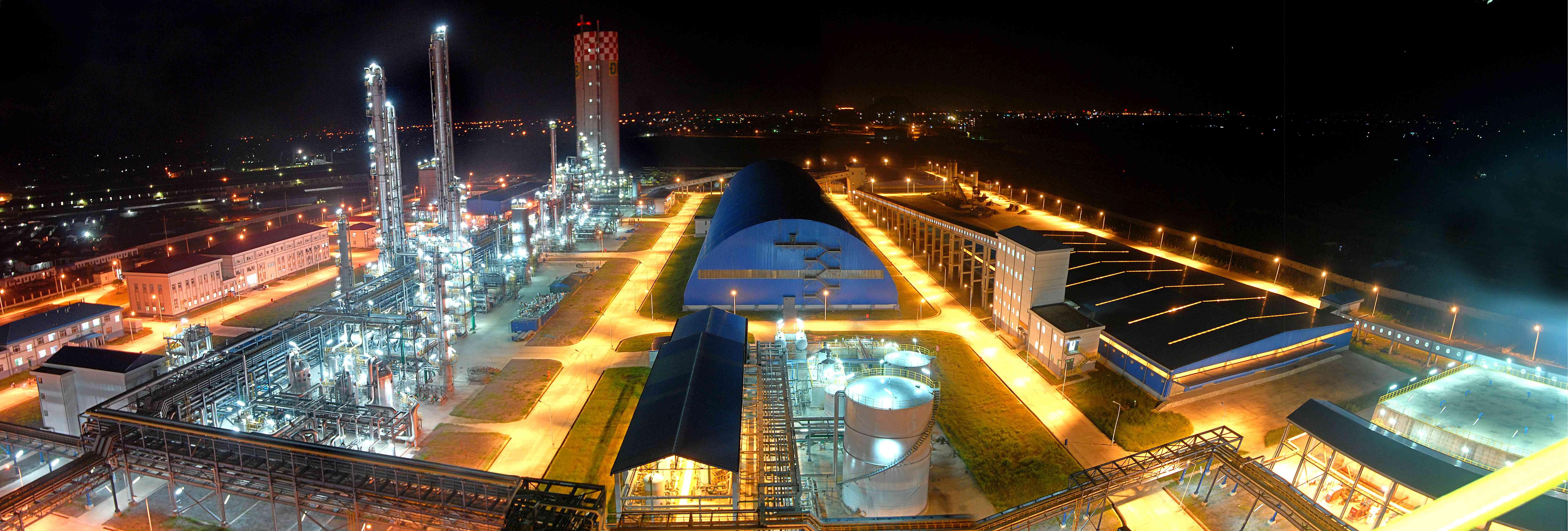 越南宁平化肥厂装置夜景